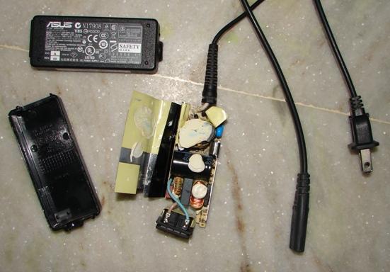 Incarcator de laptop desfacut